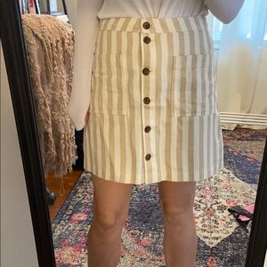 Old Navy Tan and White Striped Skirt. Size 4.